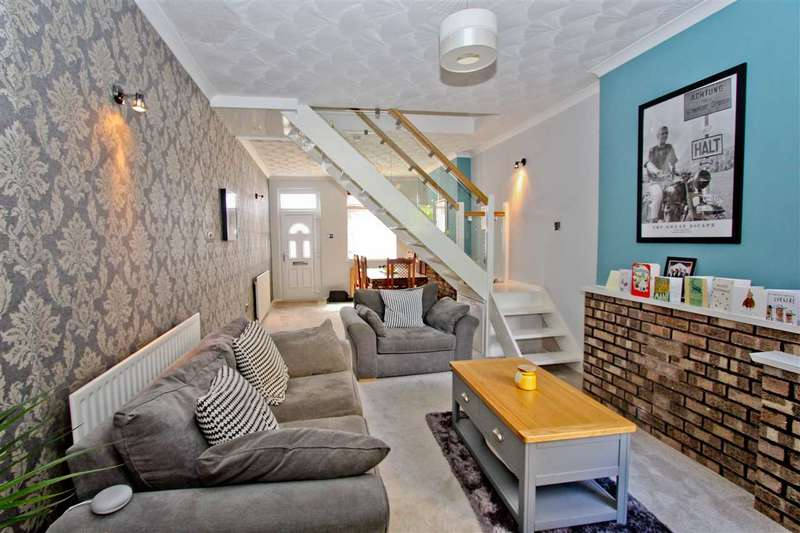 3 Bedrooms Terraced House for sale in Lambert Road, Leicester