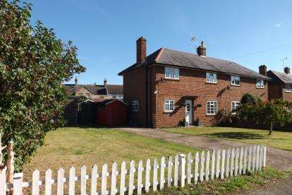 3 Bedrooms Semi Detached House for sale in Brookside, Campton, Shefford, Bedfordshire