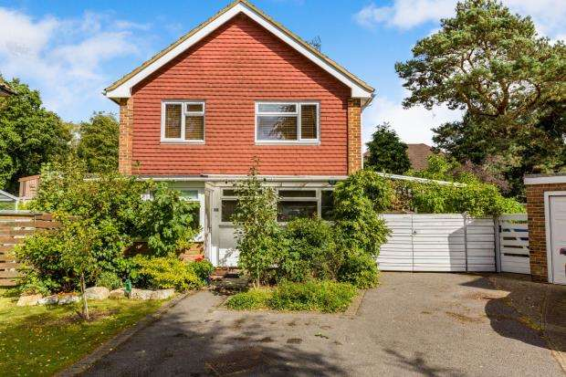3 Bedrooms Detached House for sale in Fleet, Hampshire, .