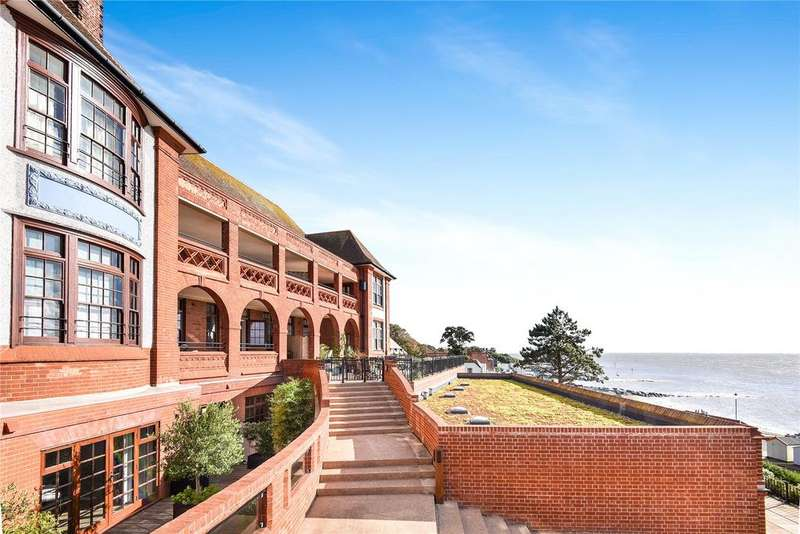 2 Bedrooms Flat for sale in The Bartlet, Undercliff Road East, Felixstowe, Suffolk, IP11