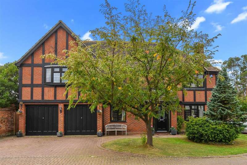 5 Bedrooms Detached House for sale in Yew Tree Close, Hatfield Peverel, Chelmsford
