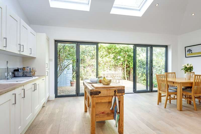 3 Bedrooms House for sale in Forres Gardens, London