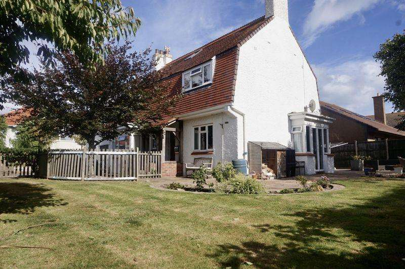 6 Bedrooms House for sale in Modern with Character!