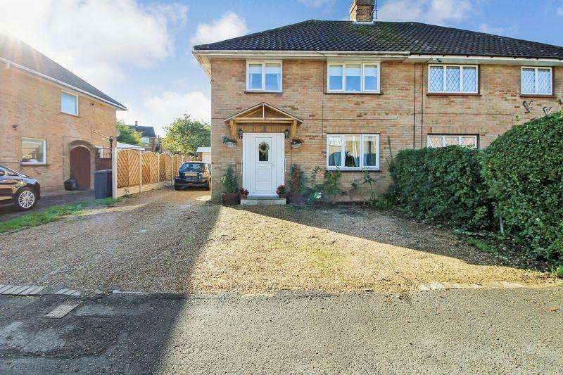 3 Bedrooms Semi Detached House for sale in Kendale Road, Luton