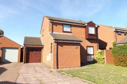 4 Bedrooms Detached House for sale in Mountbatten Drive, Biggleswade, Bedfordshire