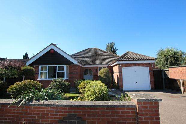 3 Bedrooms Detached Bungalow for sale in Eastfield Road, Thurmaston, Leicester, LE4