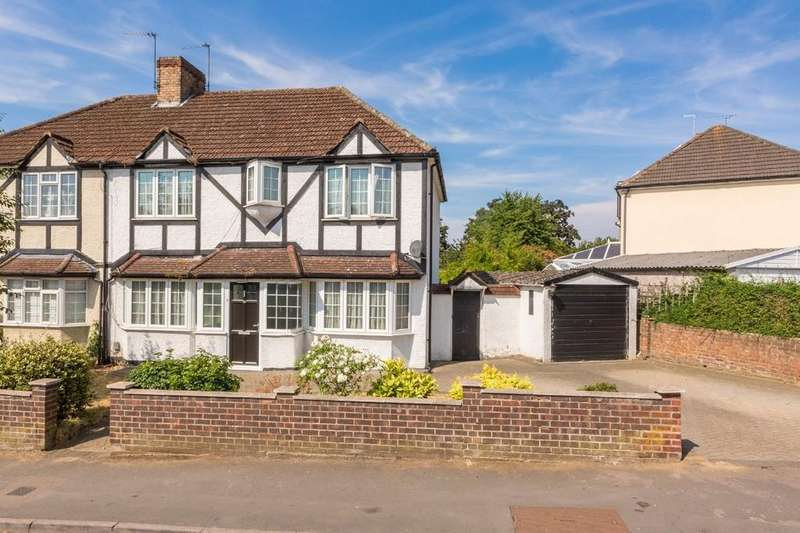 4 Bedrooms Semi Detached House for sale in Fanshawe Crescent, Ware