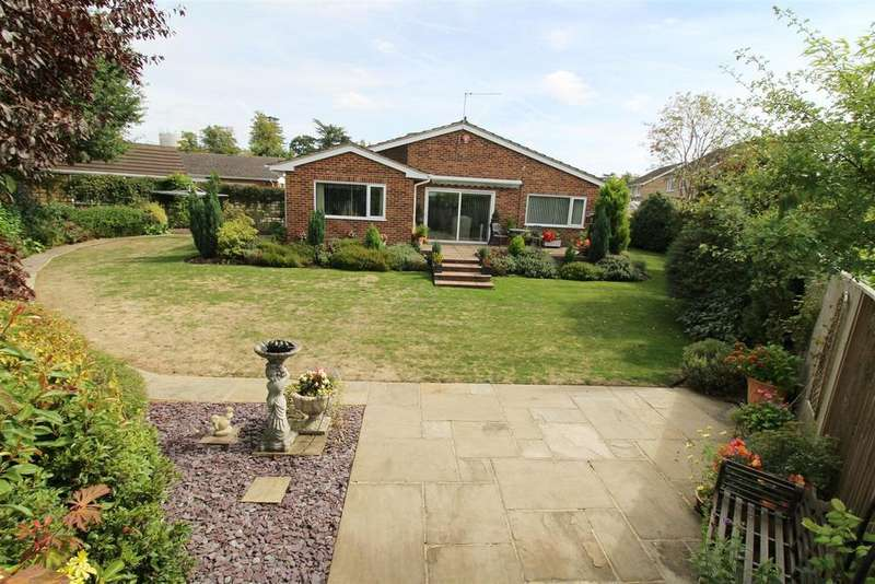 3 Bedrooms Detached Bungalow for sale in Rosehill Park, Emmer Green, Reading