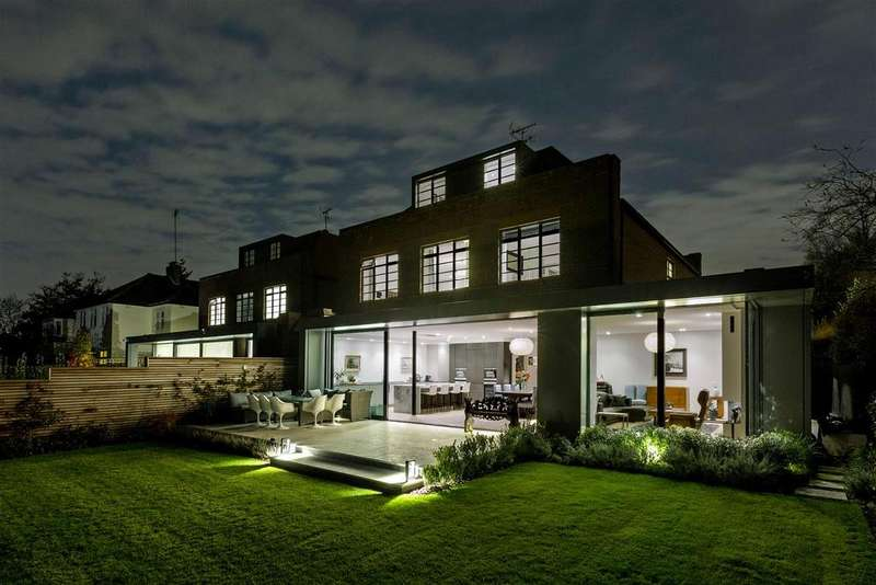 6 Bedrooms Detached House for sale in Lindisfarne Road, London