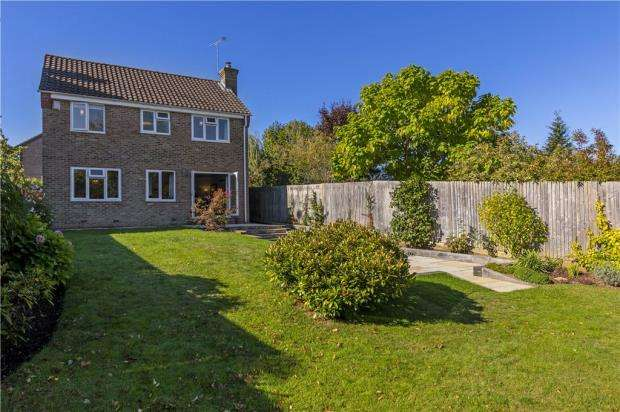 4 Bedrooms Detached House for sale in Sedgefield Close, Sonning Common, Reading