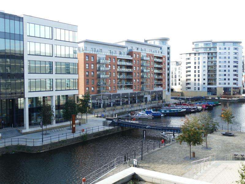 2 Bedrooms Apartment Flat for sale in MCCLURE HOUSE, THE BOULEVARD, LEEDS, LS10 1LR