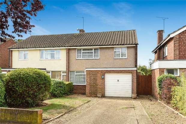 3 Bedrooms Semi Detached House for sale in Chiltern Avenue, Bedford