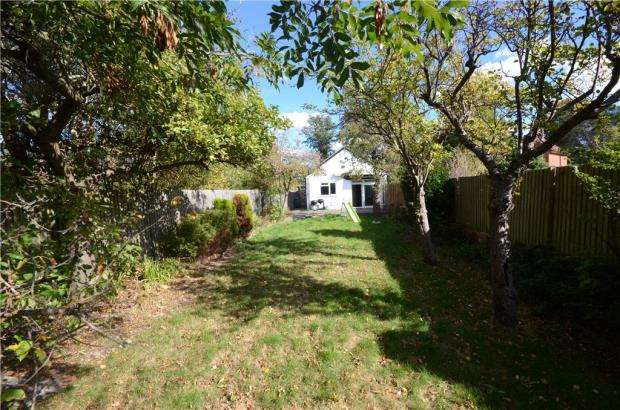 3 Bedrooms Detached Bungalow for sale in Shinfield Road, Reading, Berkshire