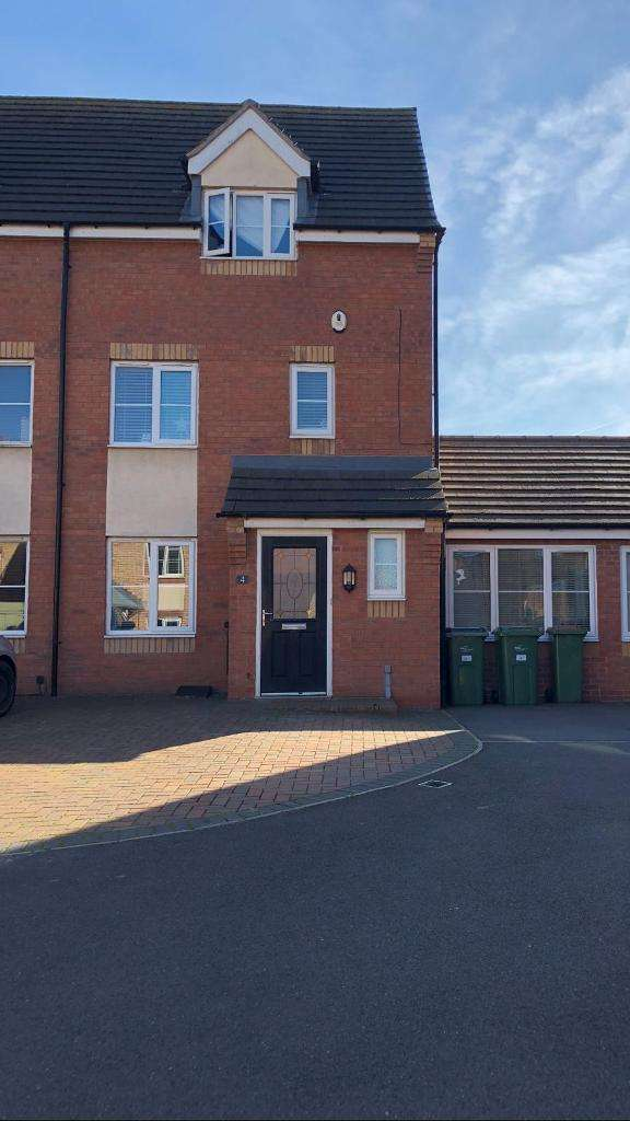 3 Bedrooms Semi Detached House for sale in Garden Close, Thorpe Astley, Leicester, Leicestershire, LE3 3SD