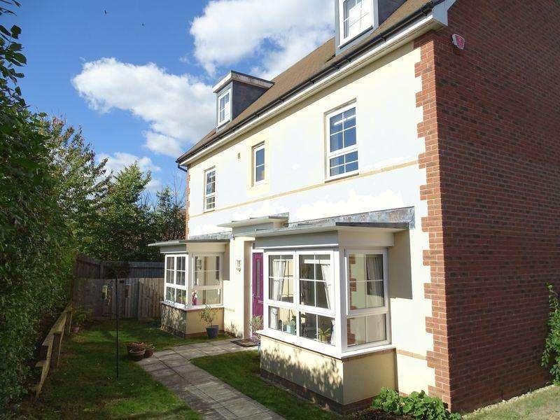5 Bedrooms Detached House for sale in Hawthorn Road, Melksham