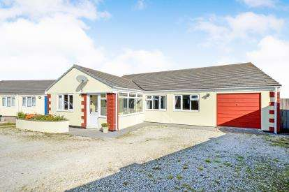 4 Bedrooms Bungalow for sale in Higher Trezaise, Roche, St. Austell