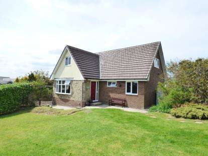 4 Bedrooms Detached House for sale in Buckingham Drive, Read, Burnley, Lancashire