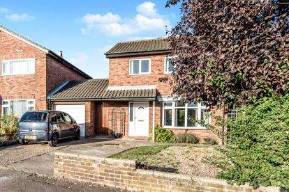 3 Bedrooms Link Detached House for sale in Beaufort Way, Brickhill, Bedford, Bedfordshire