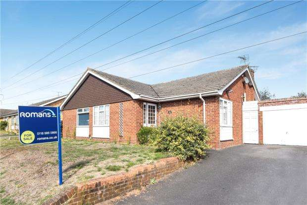 2 Bedrooms Semi Detached Bungalow for sale in Roman Way, Earley, Reading