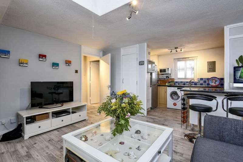 1 Bedroom Flat for sale in Charles Barry Close, Clapham
