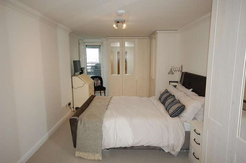 3 Bedrooms Apartment Flat for sale in Greenfell Mansions, Glaisher Street, Millennium Quay, London SE8