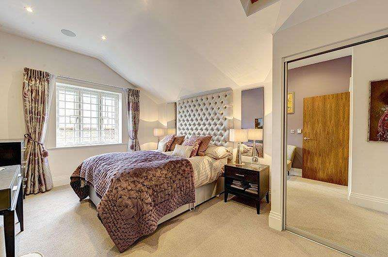 2 Bedrooms Detached House for sale in Carmel Gate, NW11