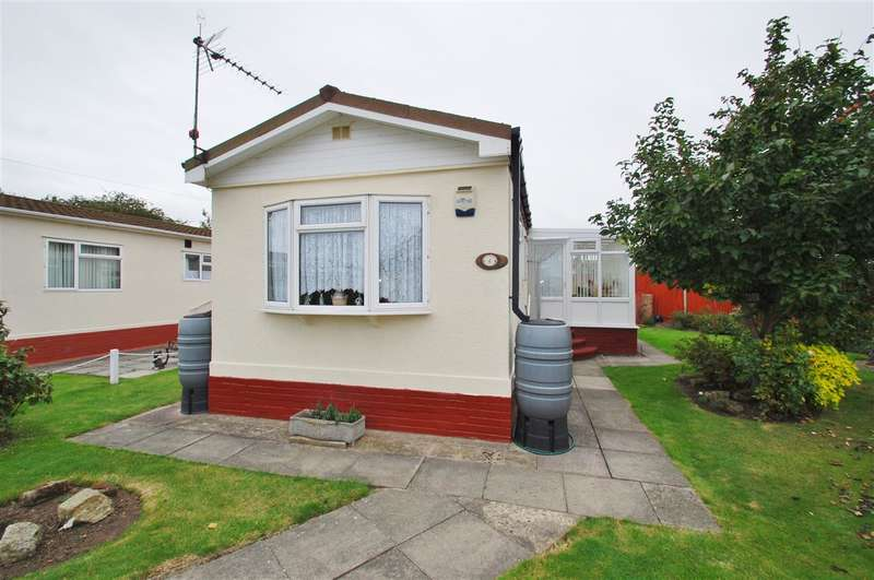 2 Bedrooms Bungalow for sale in Seabreeze Park, Sea Lane, Ingoldmells