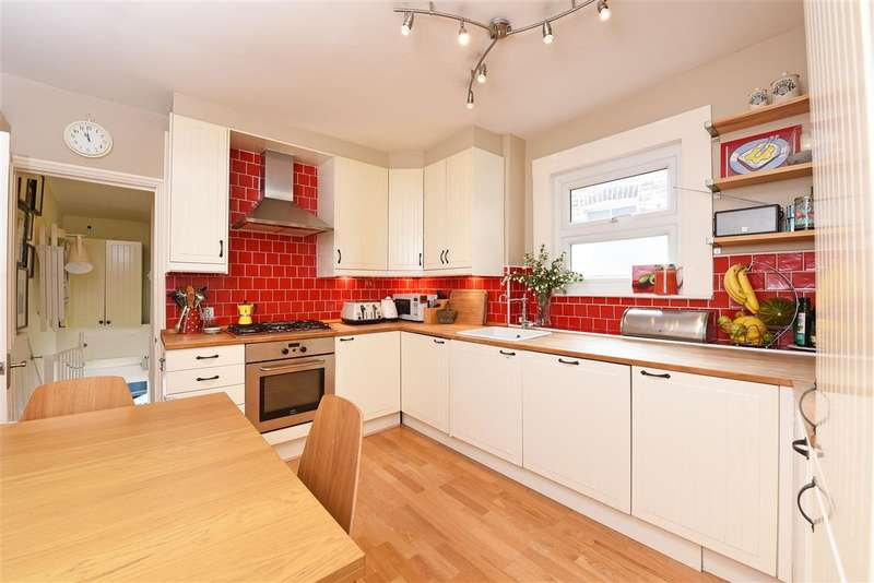 3 Bedrooms Maisonette Flat for sale in Astonville Street, Southfields