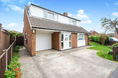 4 Bedrooms Detached House for sale in St. Simons Drive, Cherry Willingham, Lincoln, Lincolnshire