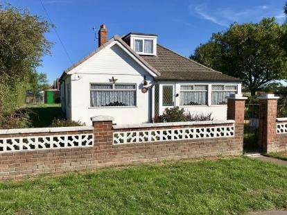 3 Bedrooms Bungalow for sale in Cemetery Road, North Somercotes, Louth, Lincolnshire