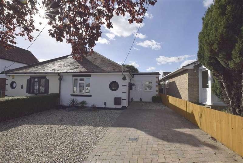 3 Bedrooms Semi Detached Bungalow for sale in Brackendale Avenue, Basildon, Essex