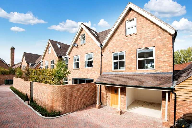 2 Bedrooms End Of Terrace House for sale in Station Road, Petersfield, GU32