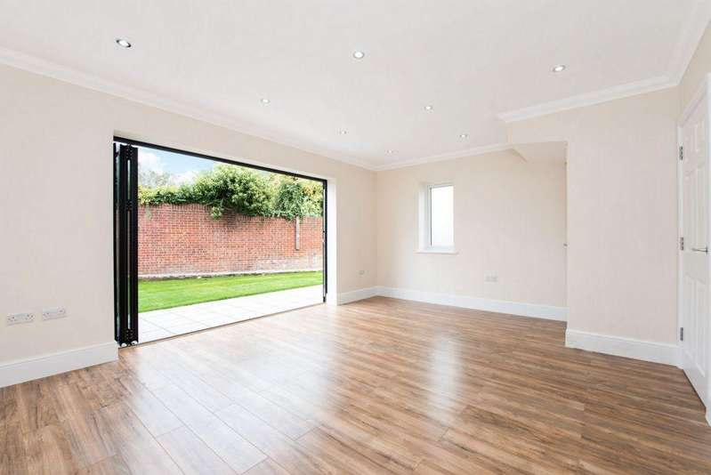 3 Bedrooms End Of Terrace House for sale in Caldy Road, Belvedere, DA17