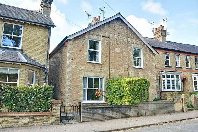 3 Bedrooms Semi Detached House for sale in Elton Road, Bengeo, Herts, SG14