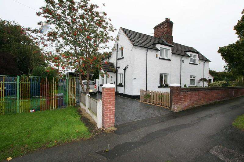 2 Bedrooms Semi Detached House for sale in 4 Rivacre Road, Ellesmere Port, Cheshire. CH66