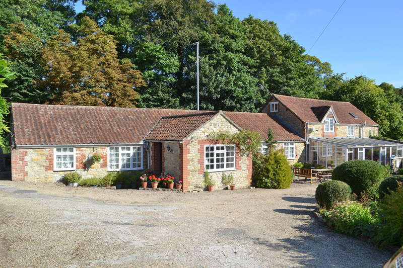 4 Bedrooms Detached House for sale in Bayford, Somerset, BA9