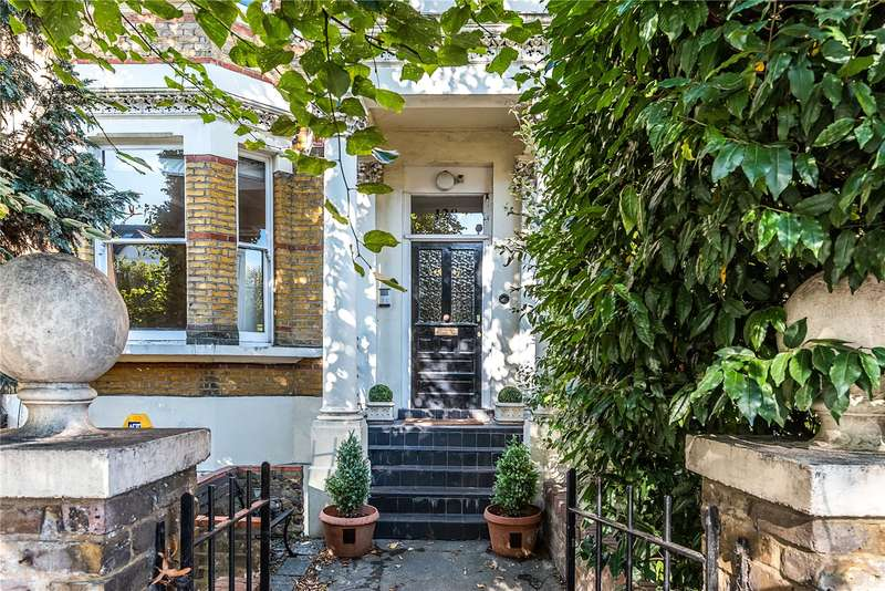 3 Bedrooms Flat for sale in Barry Road, London, SE22