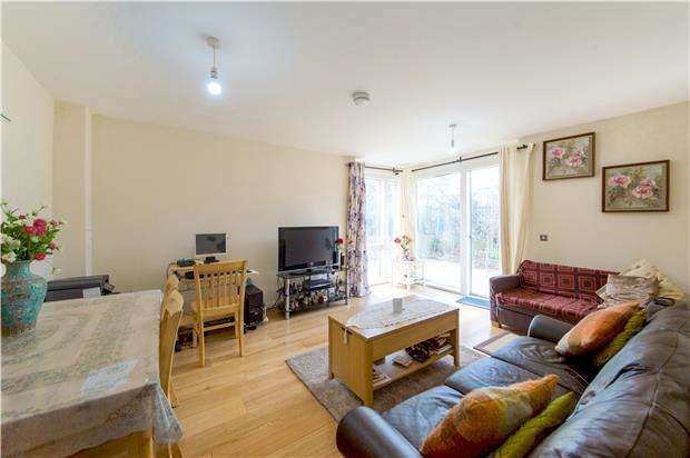 2 Bedrooms Maisonette Flat for sale in Airco Close, COLINDALE, NW9 0NW