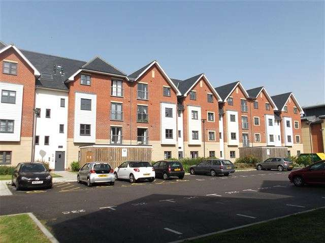 2 Bedrooms Apartment Flat for sale in Jacob House, Aylward Street, Portsmouth, Hampshire, PO1 3FG