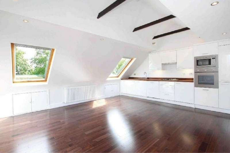 2 Bedrooms Flat for sale in Clapham Common West Side, London