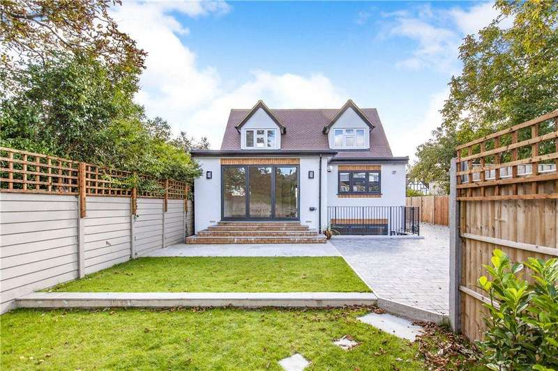 4 Bedrooms Detached House for sale in Squires Road, Shepperton, Middlesex, TW17