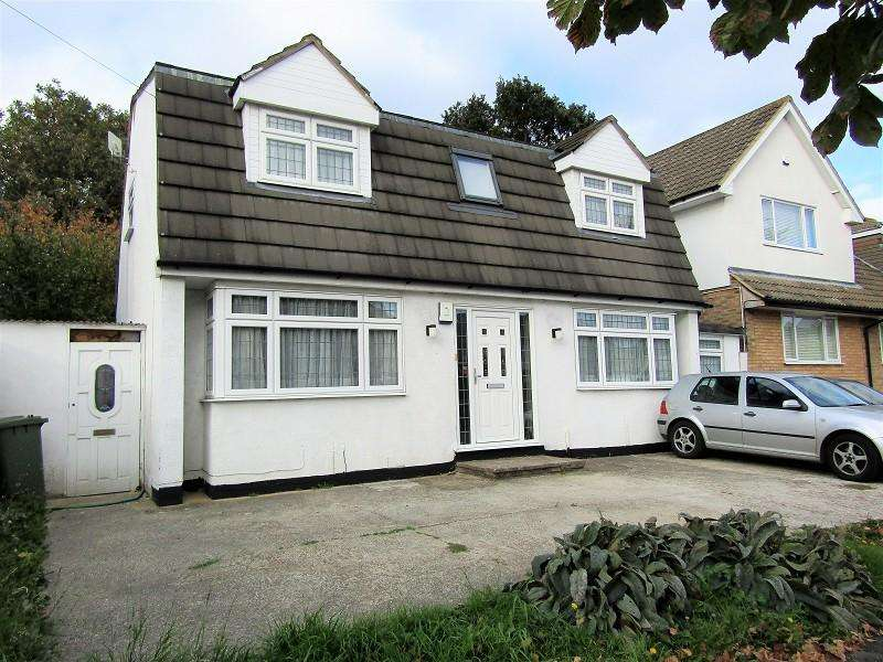 4 Bedrooms Detached House for sale in Mawney Road, Romford, Essex. RM7 8QA
