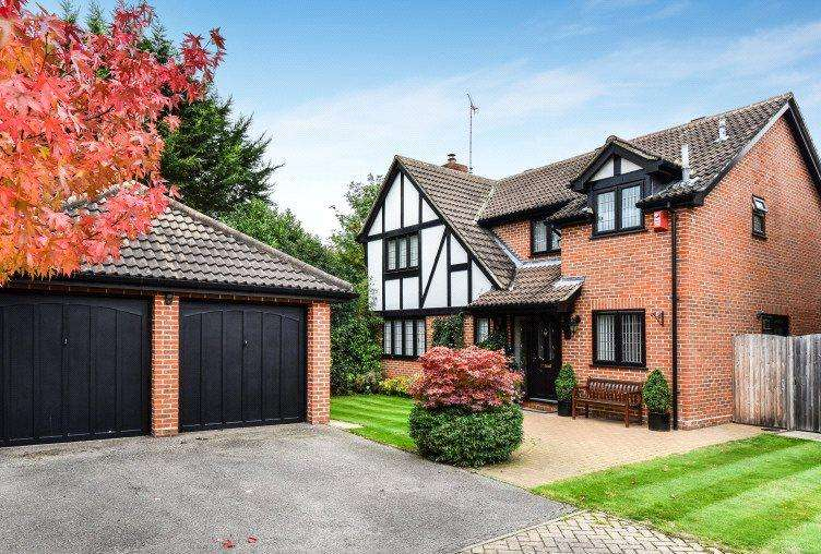 4 Bedrooms Detached House for sale in Raeburn Way, College Town, Sandhurst, Berkshire, GU47