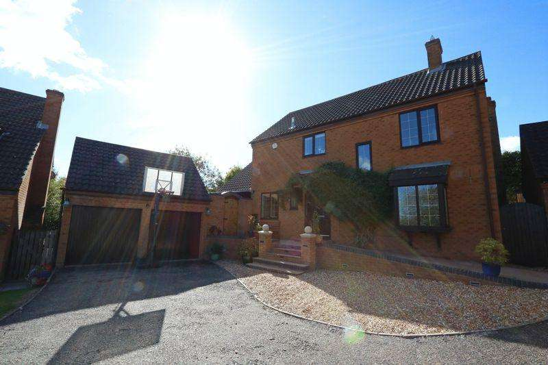 4 Bedrooms Detached House for sale in Chatsworth, Milton Keynes