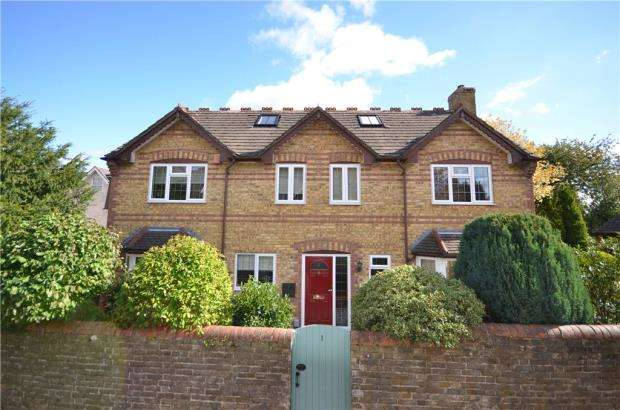 6 Bedrooms Detached House for sale in Castle Road, Basingstoke, Hampshire
