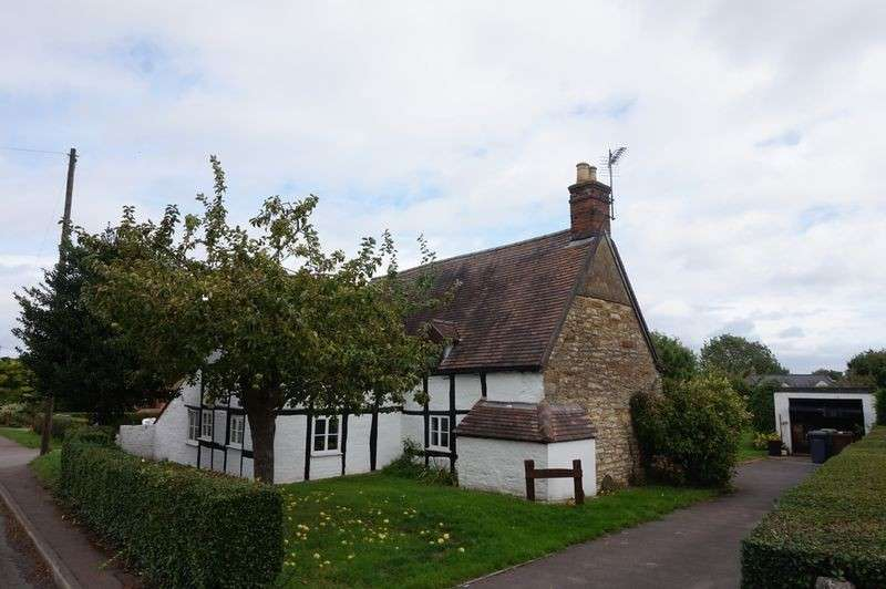 4 Bedrooms Detached House for sale in Sandfield Road, Churchdown, Gloucester