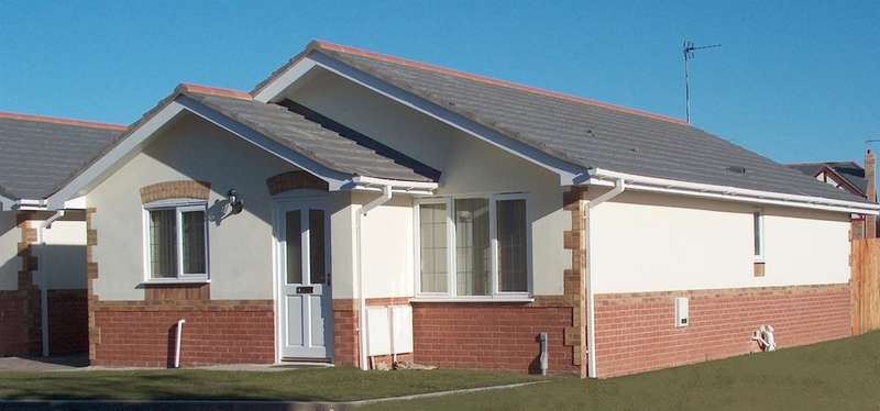 3 Bedrooms Detached Bungalow for sale in Robins Court, Barry