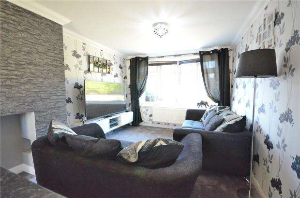 3 Bedrooms Terraced House for sale in Vermont Road, Slough, Berkshire