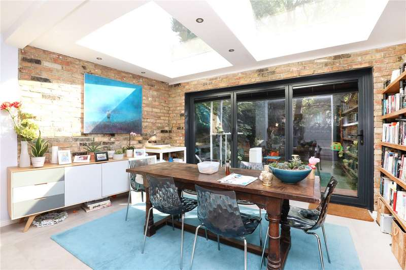 5 Bedrooms Terraced House for sale in Colvestone Crescent, Hackney, E8