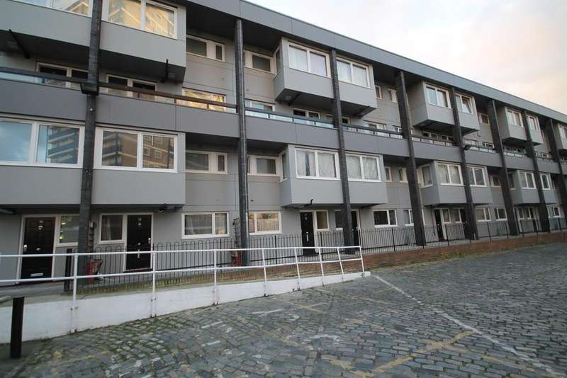 3 Bedrooms Flat for sale in Canute Gardens, Surrey Quays, London, SE16 2PN
